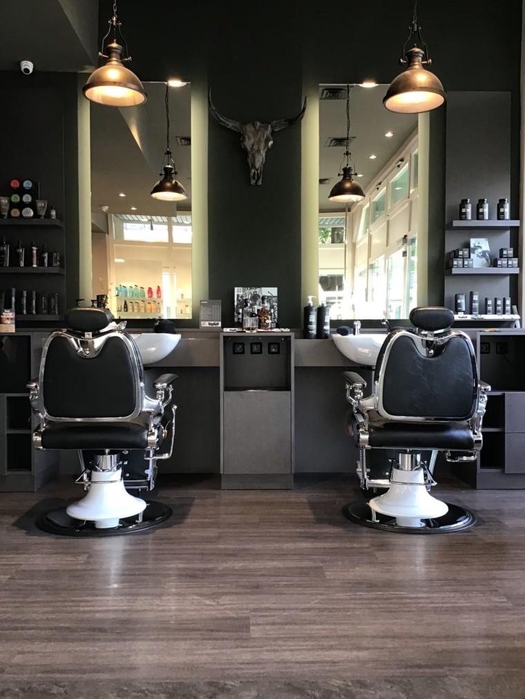 Pflegeprodukte im KS Barber Shop in München