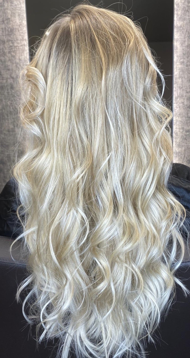 Blond Balayage lange wellige Haare